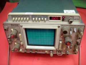 TEKTRONIX 475A DUAL CHANNEL 250Mhz OSCILLOSCOPE w/DM44